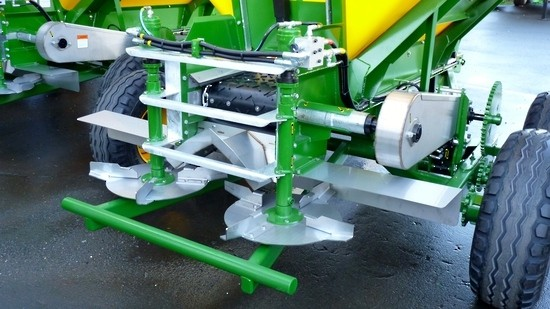 Sam Machinery 6 TONNE TANDEM AXLE FERTILISER SPREADER